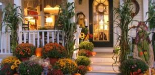 innatharborhillmarina-fall-front-door-102-1140x855